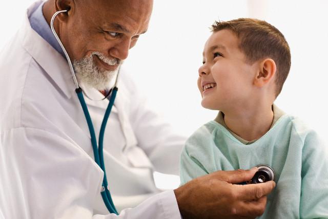 Médico pediatra: por que deve fazer parte da rotina da criança?